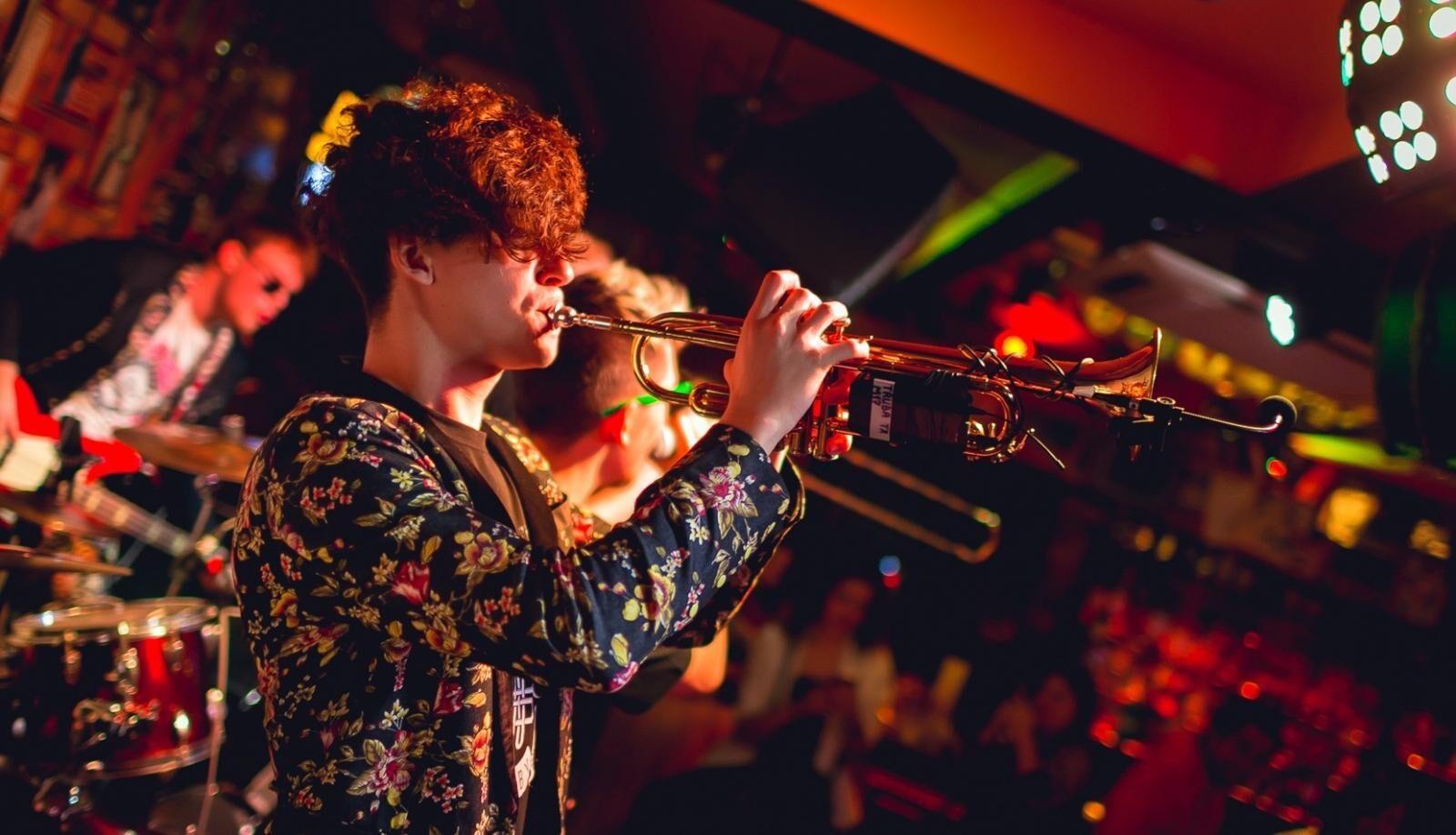 Рок клубы москвы живая музыка в москве клуб золотой остап