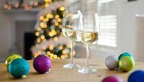 Вина к новогодним блюдам: чем запивать оливье и селедку под шубой
