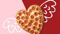Сеть «Папа Джонс» запустила пиццу в форме сердца