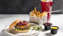 Союз вкусов: Burger Heroes и шеф-повара Артема Гребенщикова создали бургер «Брукс» в рамках МГФ
