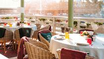 Новое десертное меню ресторана «Магадан» с клубникой, вишней и фейхоа