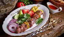 Мир, май, шашлыки в ресторане «Кавказская пленница»