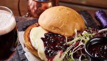Ресторан «Ян Примус» радует гостей ягодным меню