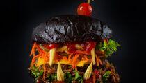 Московские рестораны готовятся к Хэллоуину: бургер «Дракула», тыквенные хинкали и ужасающий малиновый пирог