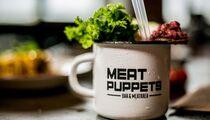 Premium vs Alternative: стейк-баттл в Meat Puppets