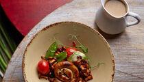 Летнее обновление и блюда с лисичками в рестобаре «Прожектор»
