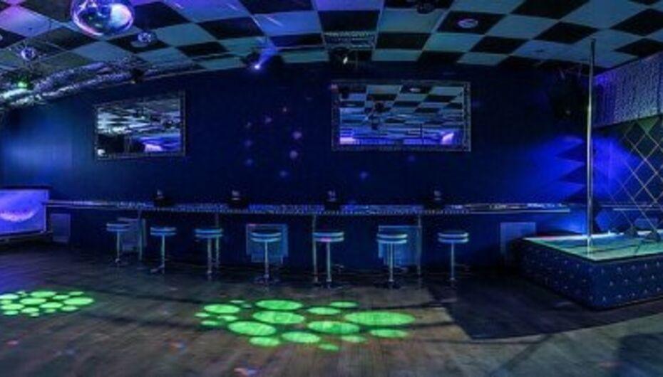Москва ночные клубы зебра 16 тонн клуб вместимость зала москва
