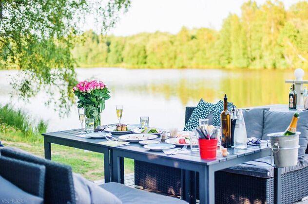 Рестораны у воды с летней террасой
