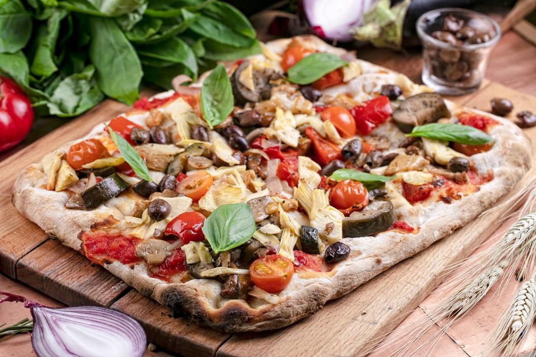 Пицца с овощами и артишоками