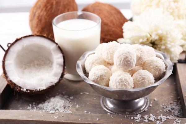Подарки на 8 марта : домашние конфеты «Рафаэлло»