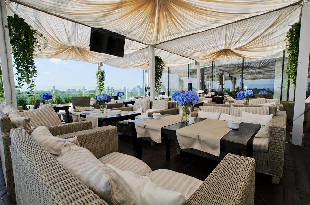 Летняя терраса в ресторане Облака