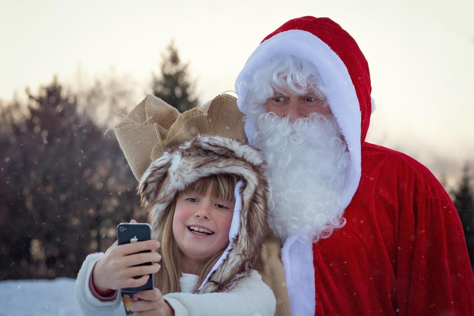 Санта-Клаус и мальчик