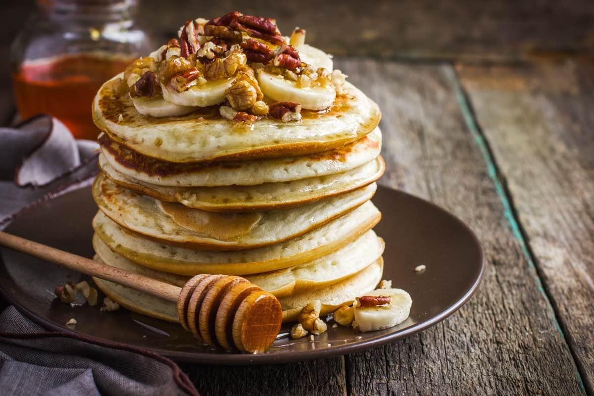 Банановые оладья с медом