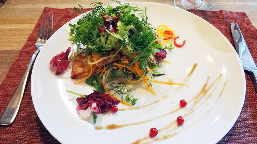 Салат с запеченной телятиной