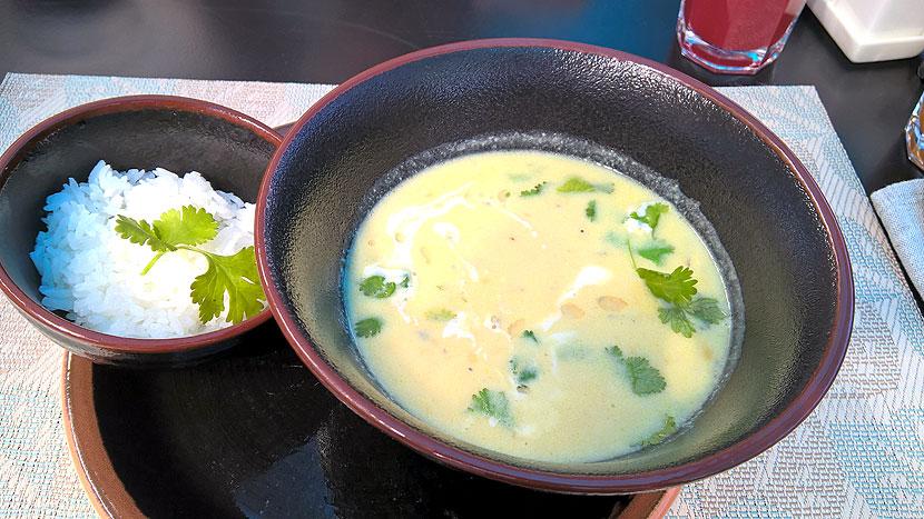 Индийский суп с курицей и карри