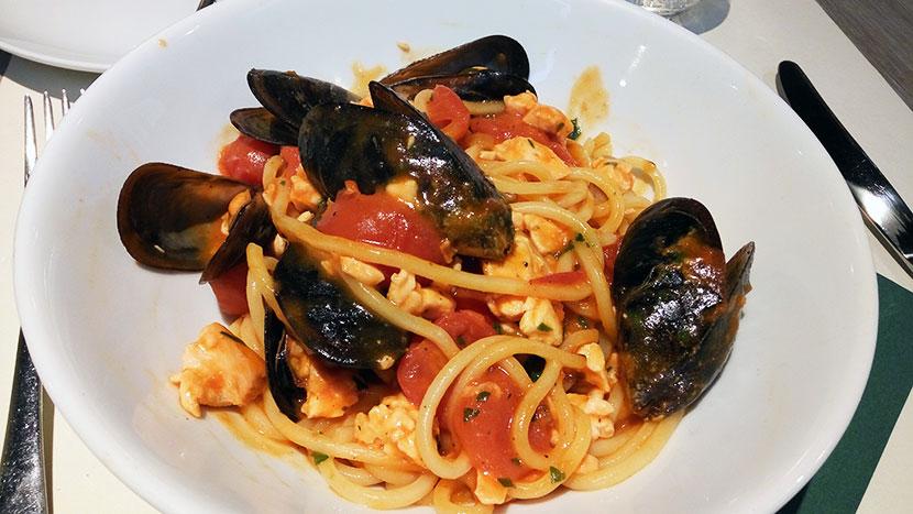Спагетти лосось/мидии/черри