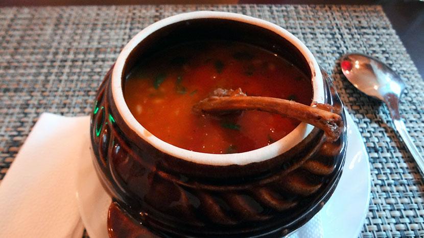 Пряный томатный суп с карэ ягнёнка
