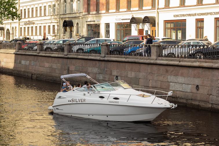Катер в Петербурге