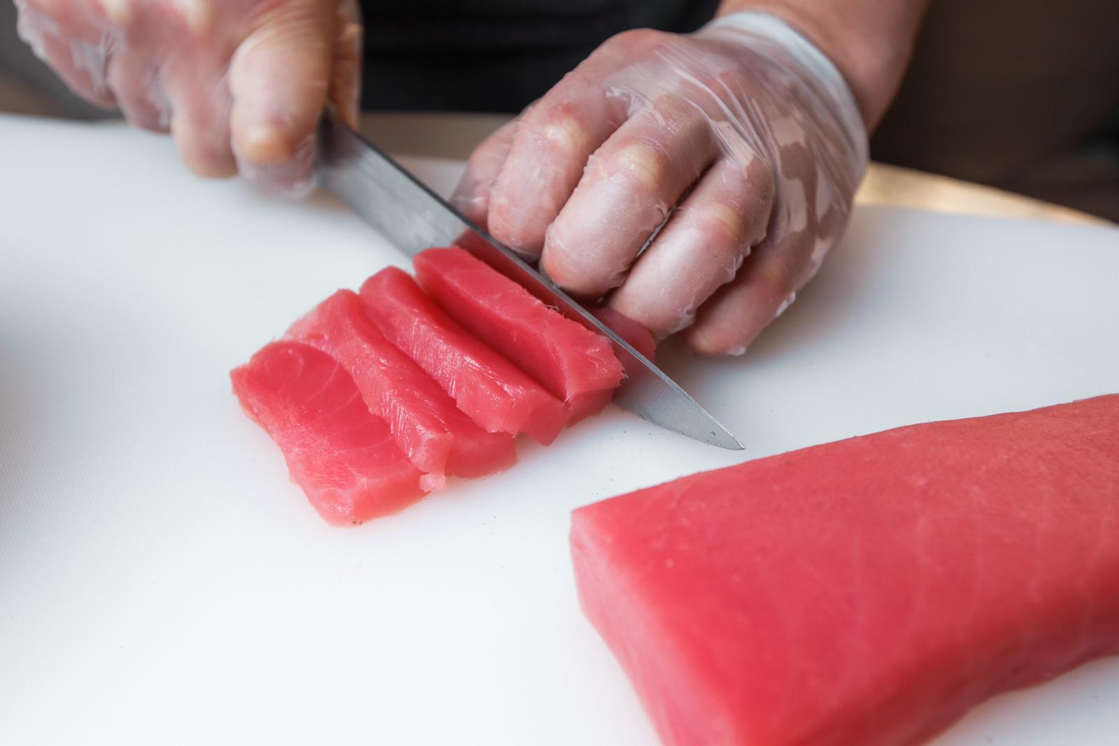Режем тунец