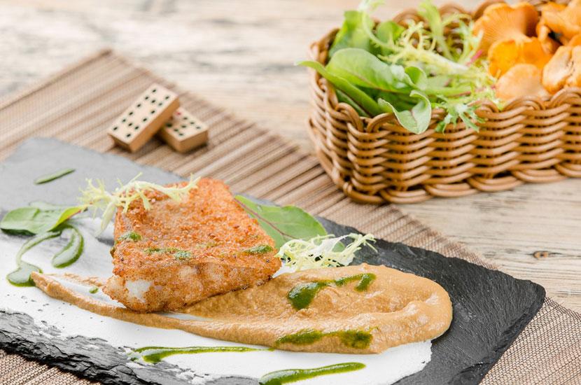 Филе судака с сыром рикотта и муссом из лисичек