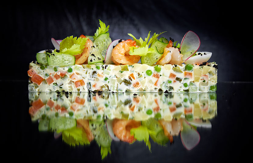 Оливье с креветками и зеленым тобико