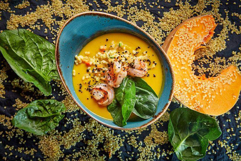 Тыквенный суп с креветками и булгуром