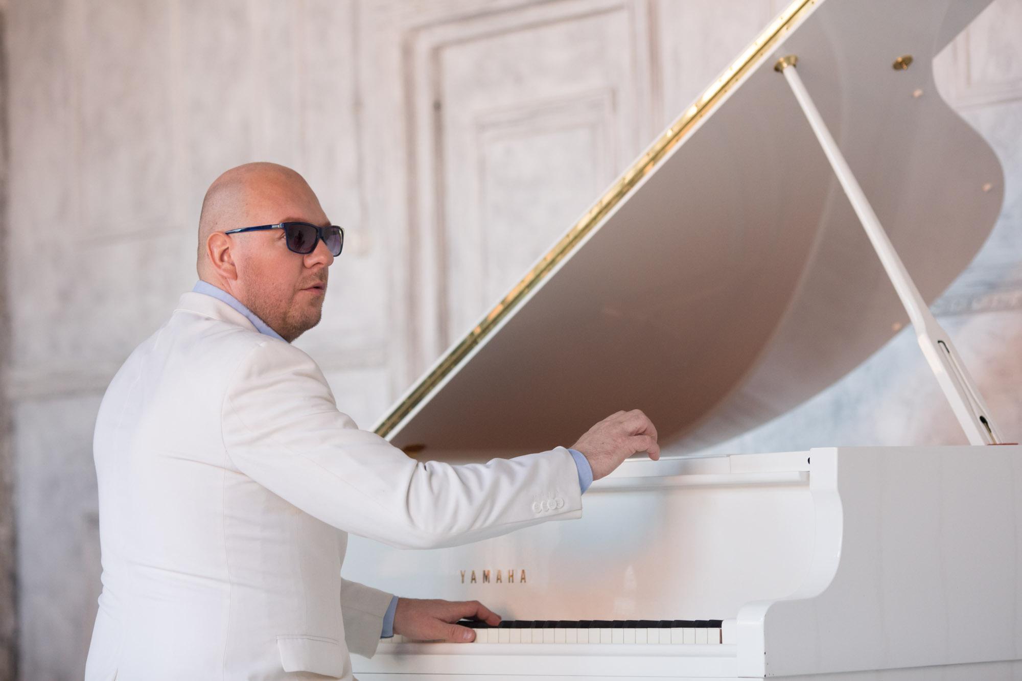 Живая музыка от известного пианиста-виртуоза Петра Андреева