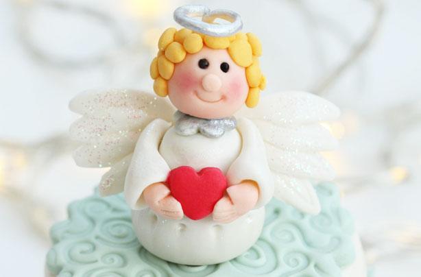 Ангел из марципана для гостей на свадебный стол