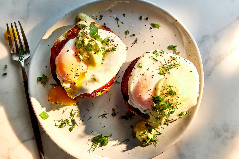 Вкусное блюдо из яиц - яйцо Бенедикт