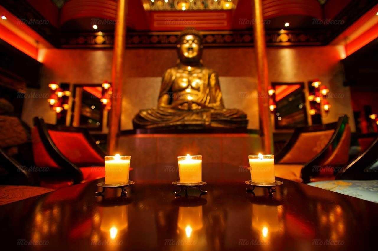 Вид на статую Будды в Buddha-bar
