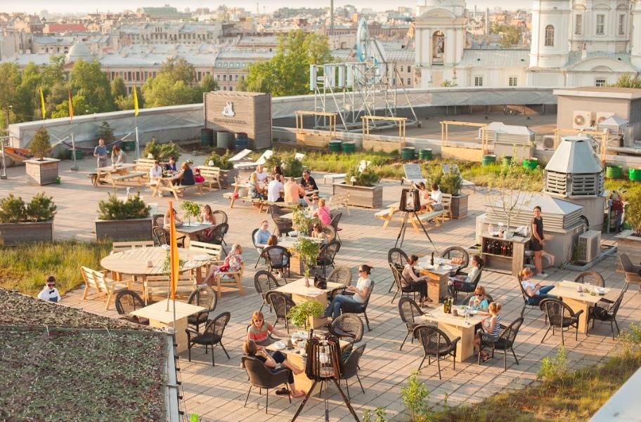 Летняя терраса на крыше в Петербурге - ресторан Макаронники