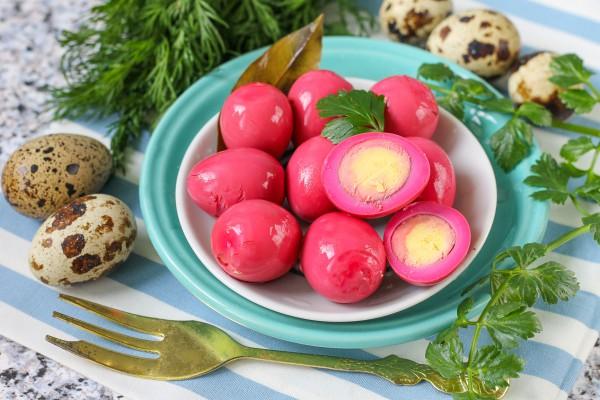 Вкусные блюда из яиц - маринованные перепелиные яйца