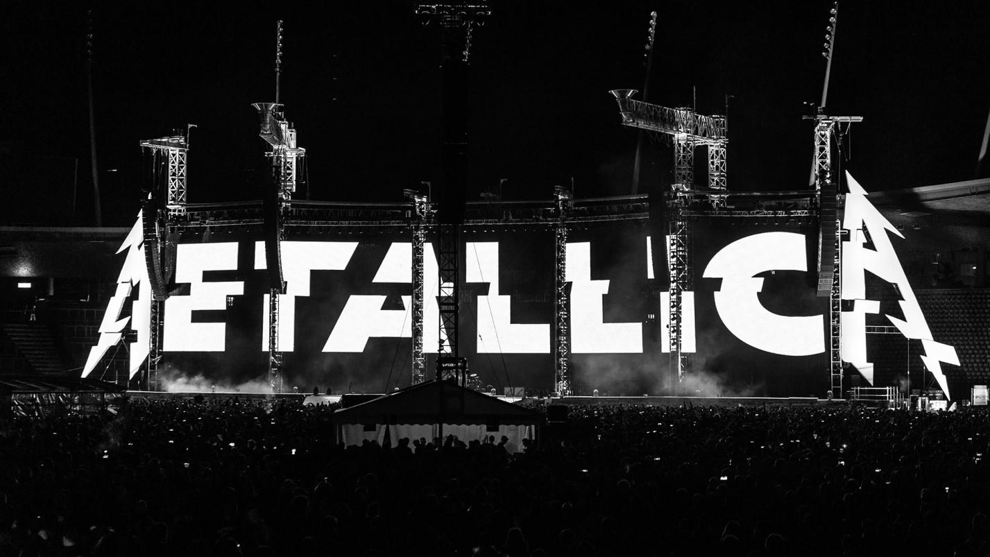 Начало концерта в Цюрихе 10 мая 2019, эмблема группы