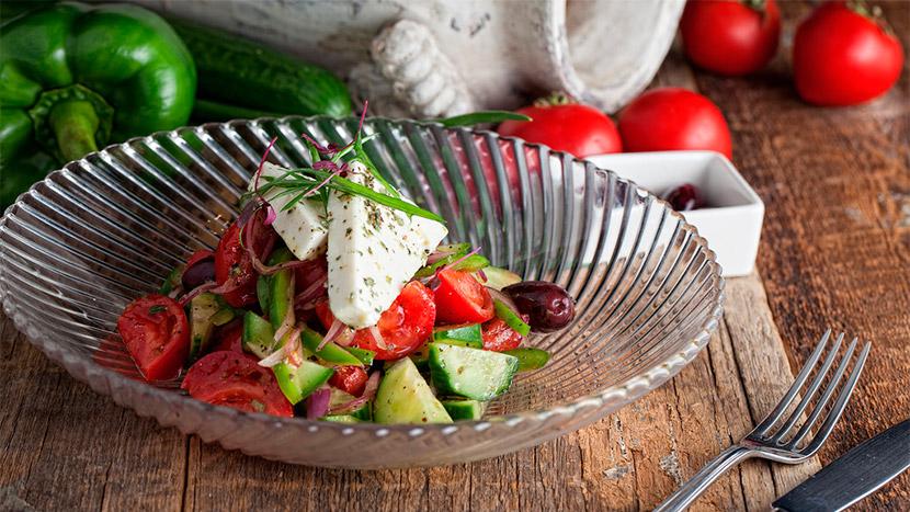 Хориатики (деревенский греческий салат / овощи, фета)