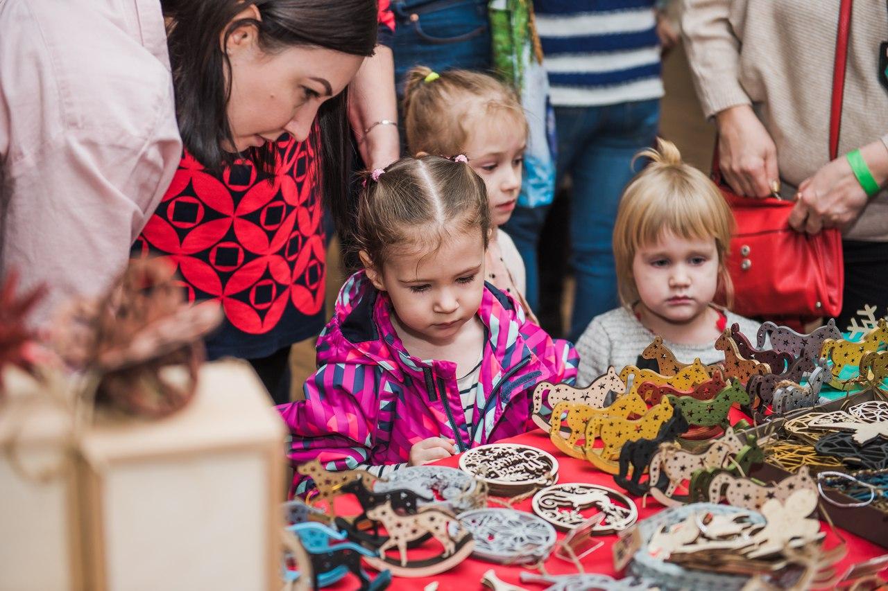 дети на фестивале сладостей