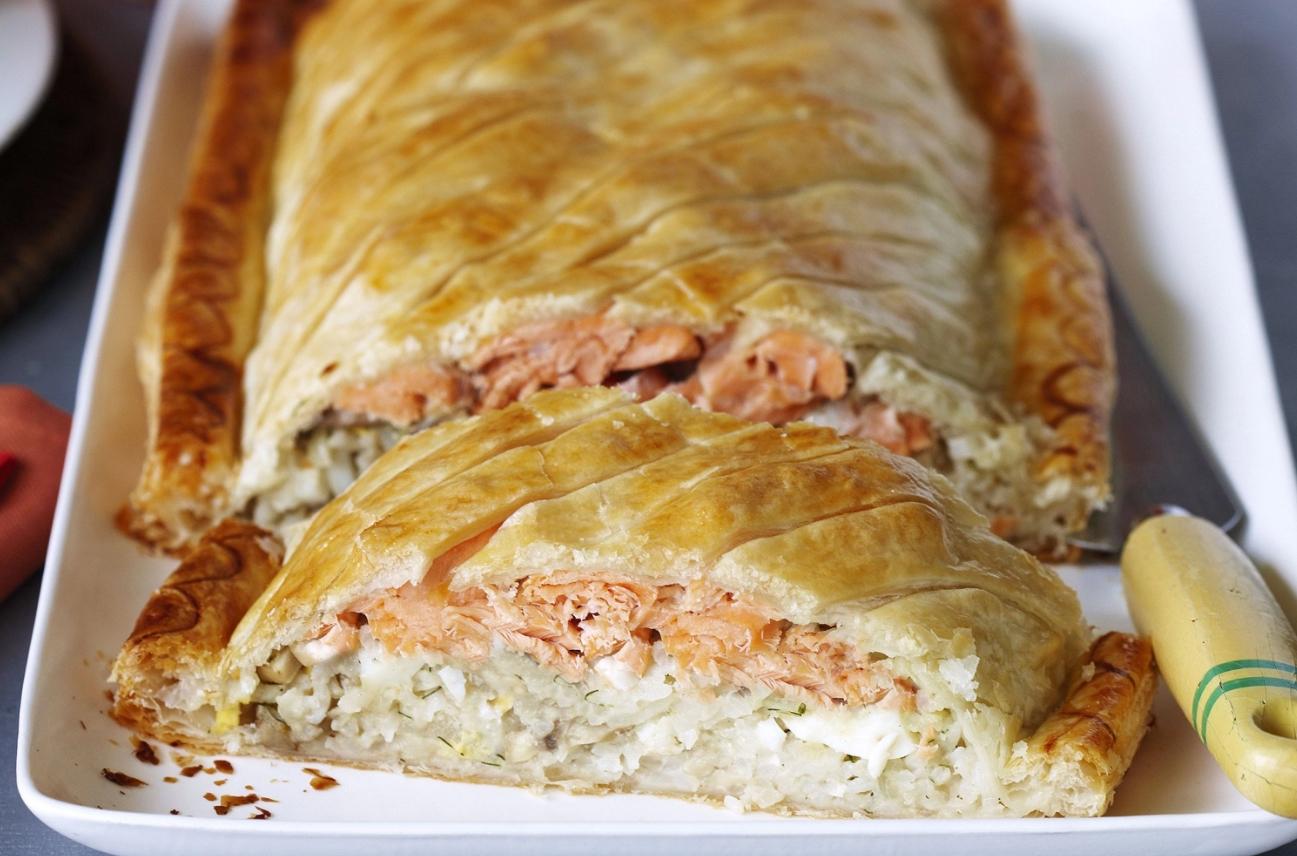 Пирог с консервированной рыбой и рисом
