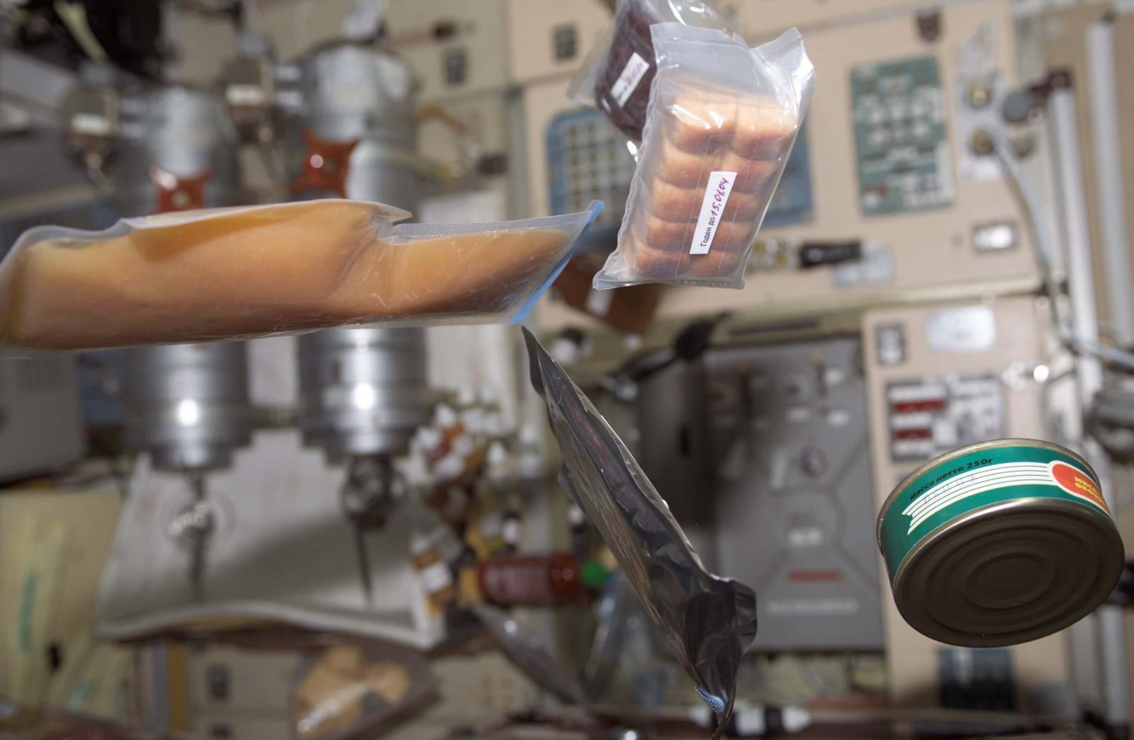 В космосе нельзя есть продукты, которые могут раскрошиться